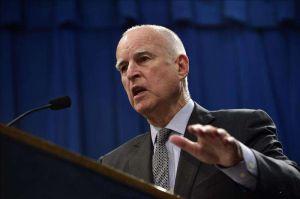Jerry Brown ofrece parte de la bonanza histórica a aliviar la crisis de personas sin hogar en California