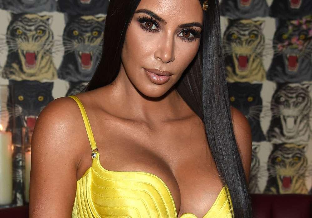 Fotos: Kim Kardashian sacrifica sus senos al estilo de Eiza González