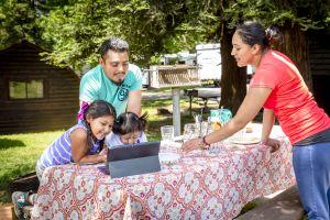 Acampar, una tendencia popular entre las familias latinas