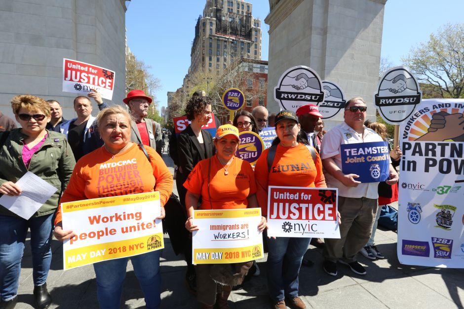 Trabajadores de NYC hacen clamor migratorio en Día Internacional del Trabajo