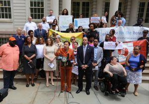 Inquilinos de NYCHA se manifiestan contra la subida de los alquileres