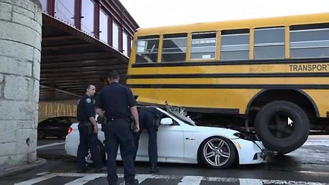 Cinco heridos por accidente con bus escolar en Queens