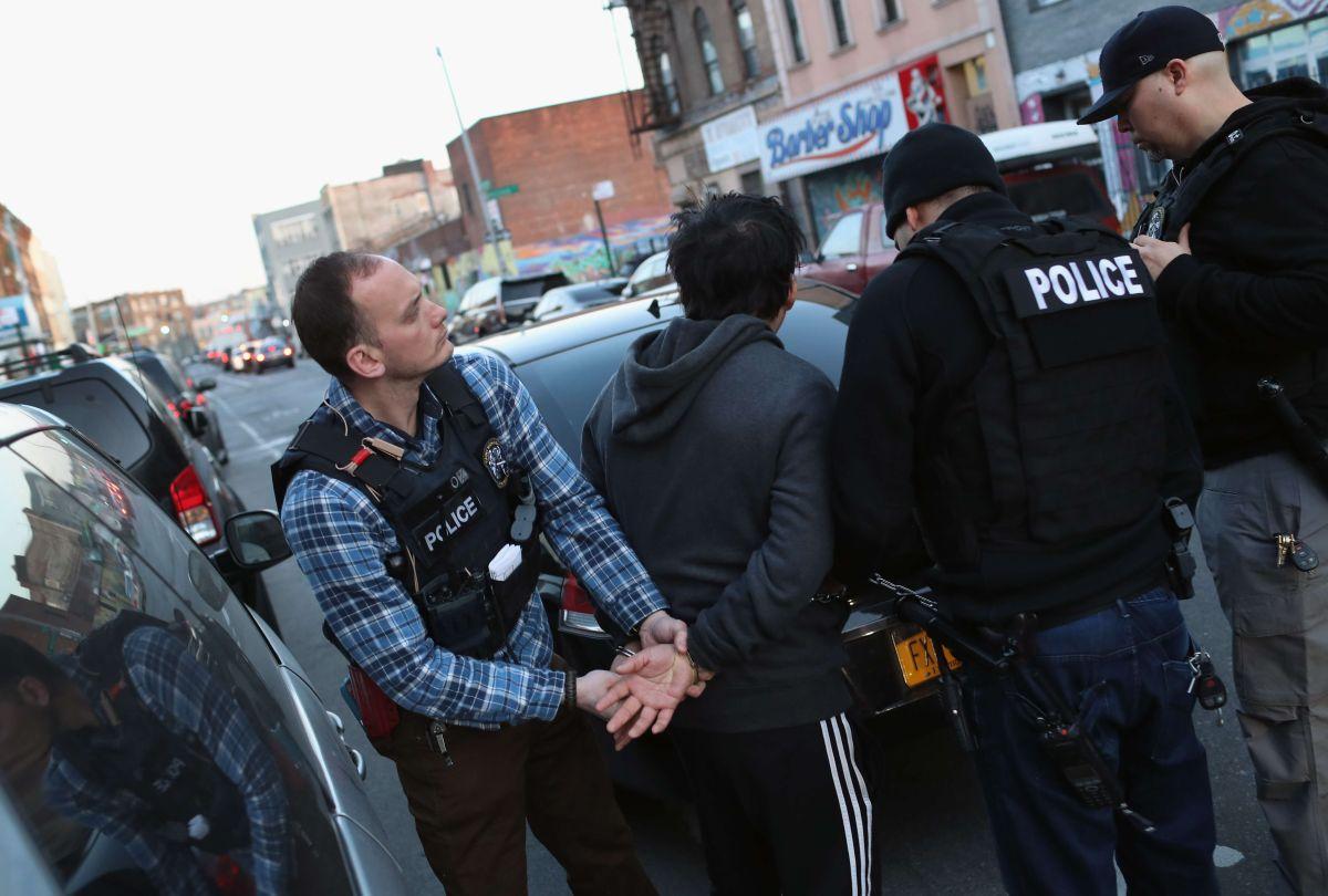 Arrestos de inmigrantes sin antecedentes suben 225% en NY desde Trump