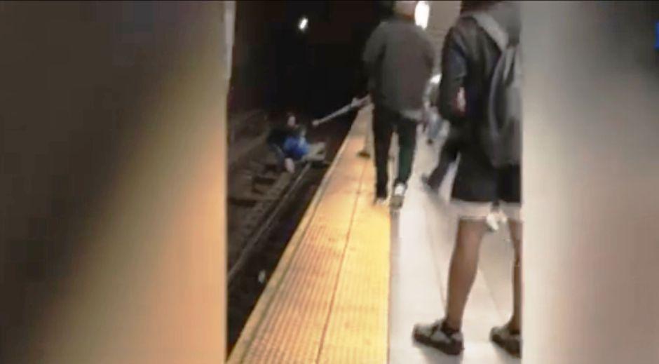 Rescatan milagrosamente a otro pasajero caído a los rieles del Metro