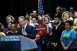 Piden que Fiscalía de NY siga siendo escudo de inmigrantes y trabajadores
