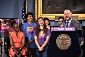 Corey Johnson anuncia apertura del primer albergue para jóvenes LGBTQ