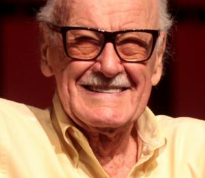 """Stan Lee, leyenda de Marvel, demanda a """"POW!"""", compañía que fundó, por robo de identidad"""