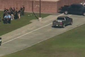 """Al menos ocho muertos en tiroteo en secundaria de Texas, y Trump """"bendice a todos"""""""