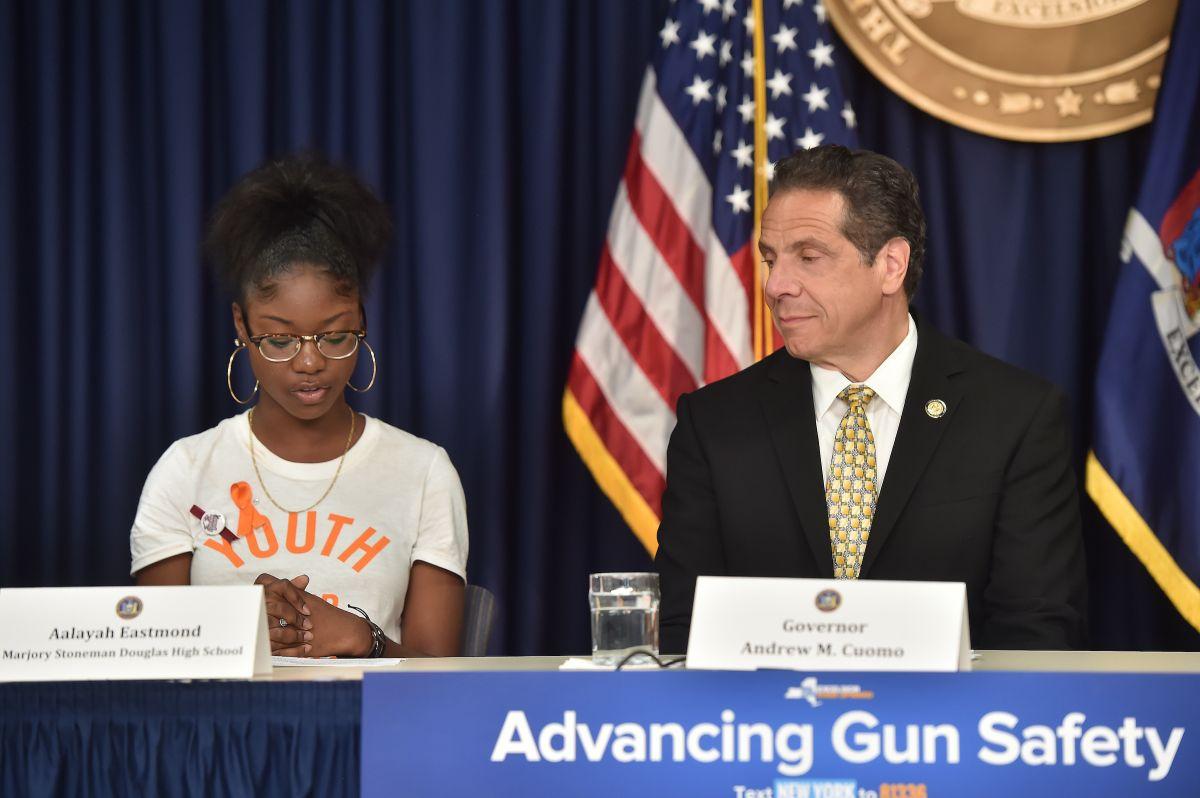 Cuomo impulsa ley para evitar que individuos peligrosos posean armas