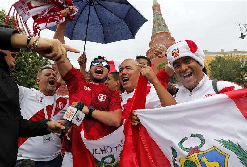 Hincha peruano sube 25 kilos para poder comprar boletos del Mundial