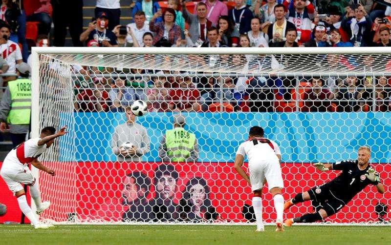 La falta de puntería castiga a Perú en su regreso a los Mundiales