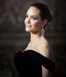 Angelina Jolie celebró su cumpleaños a gritos en 'Colossus', la famosa montaña rusa