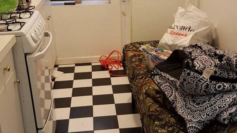 Lo demandan por alquilar cocinas como dormitorios en Airbnb