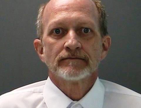 Anciano enfrenta 20 años de cárcel por poseer millones de fotos de pornografía infantil