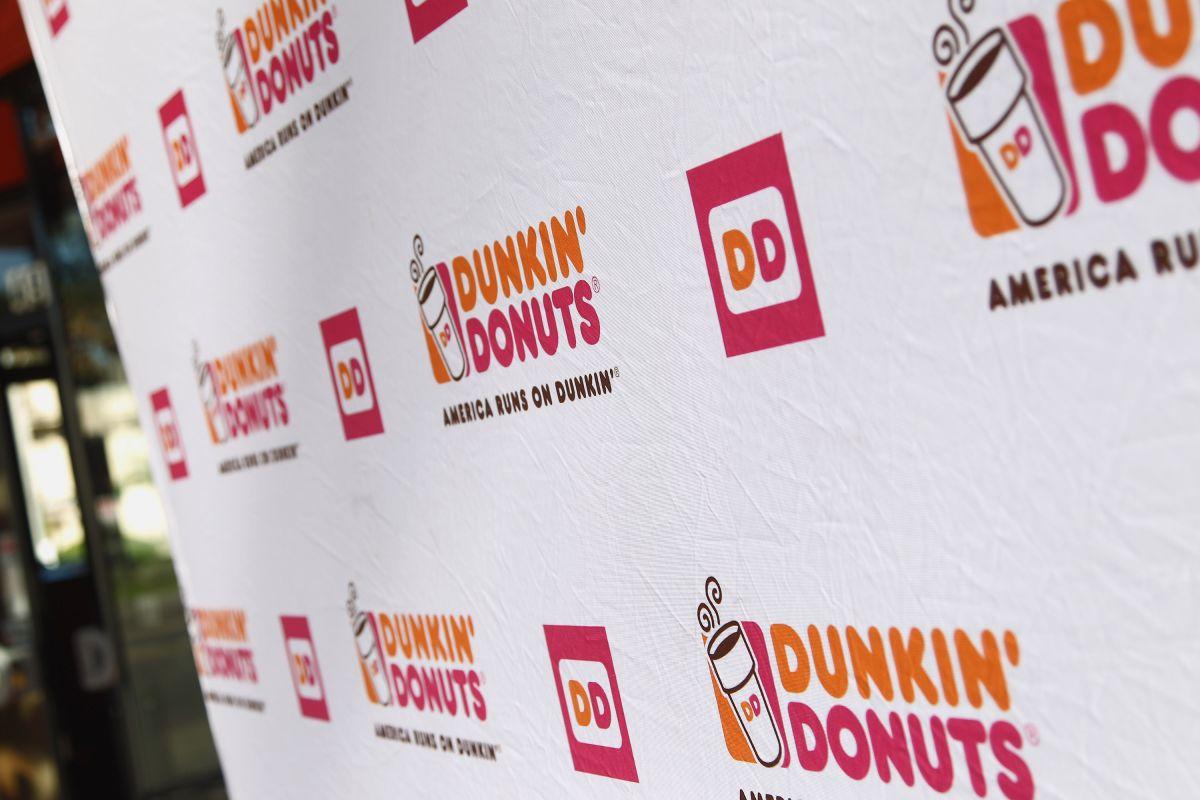 El polémico mensaje en sucursal de Dunkin' Donuts contra empleados que no hablen en inglés