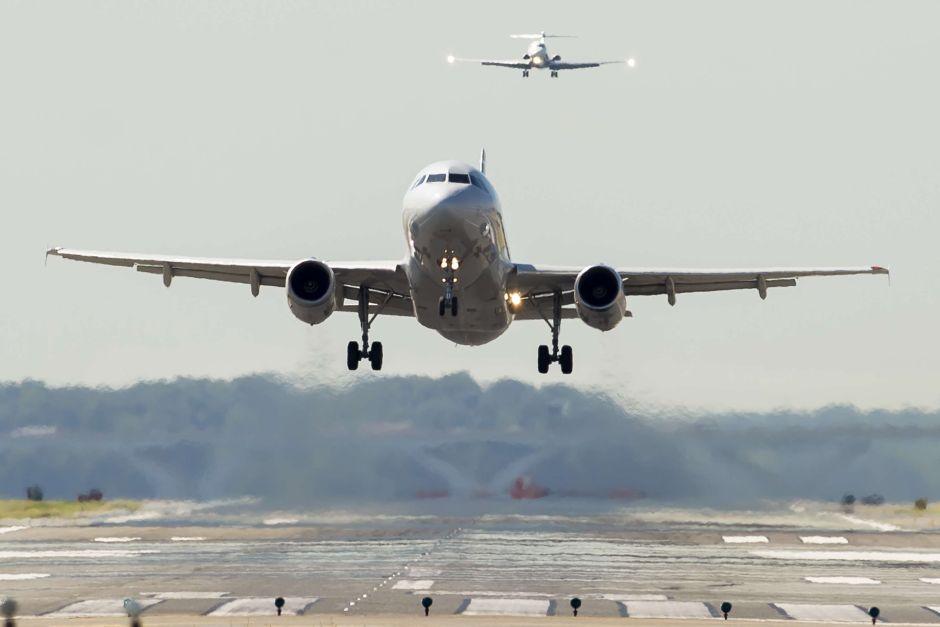 Vuelo de American Airlines con Hillary Clinton a bordo presentó falla mecánica en Nueva York