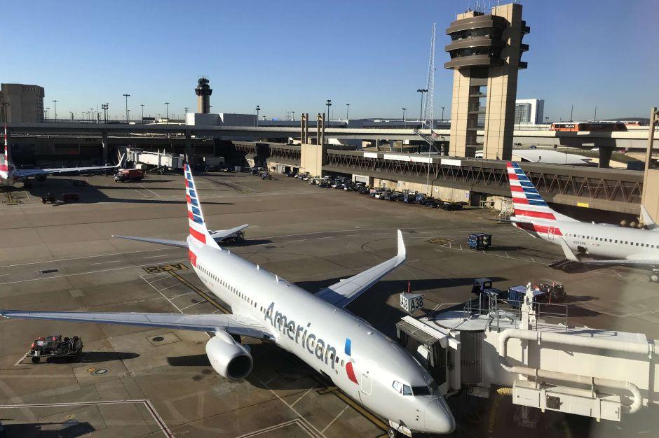 Denuncian que avión viajó de Miami a Nueva York lleno de pasajeros, la mayoría sin mascarillas