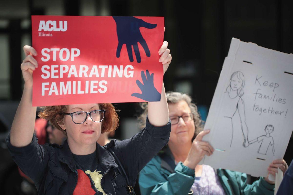 El niño inmigrante separado de sus padres que no habla y llora por las noches