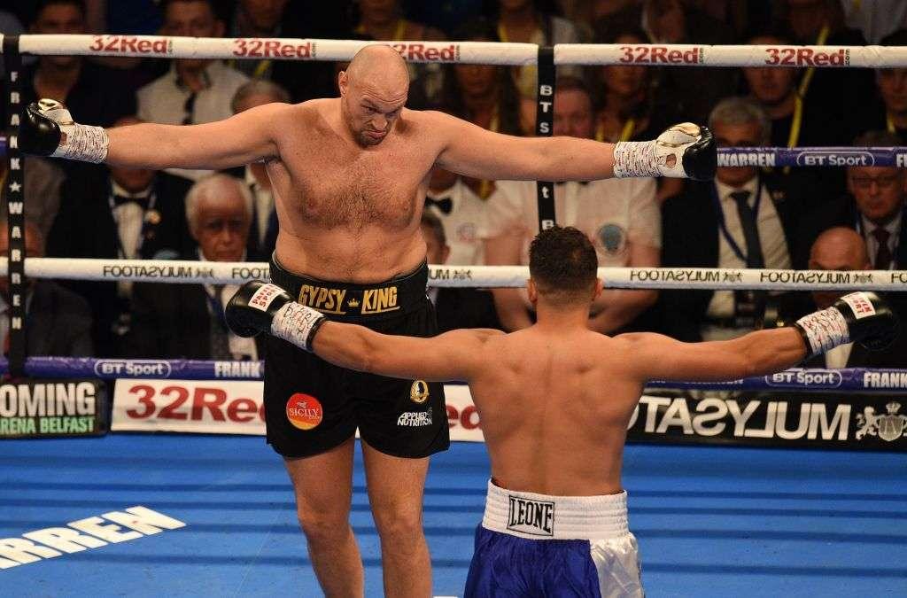 VIDEO: Tyson Fury y Sefer Seferi dejan de pelear para ver trifulca en la tribuna