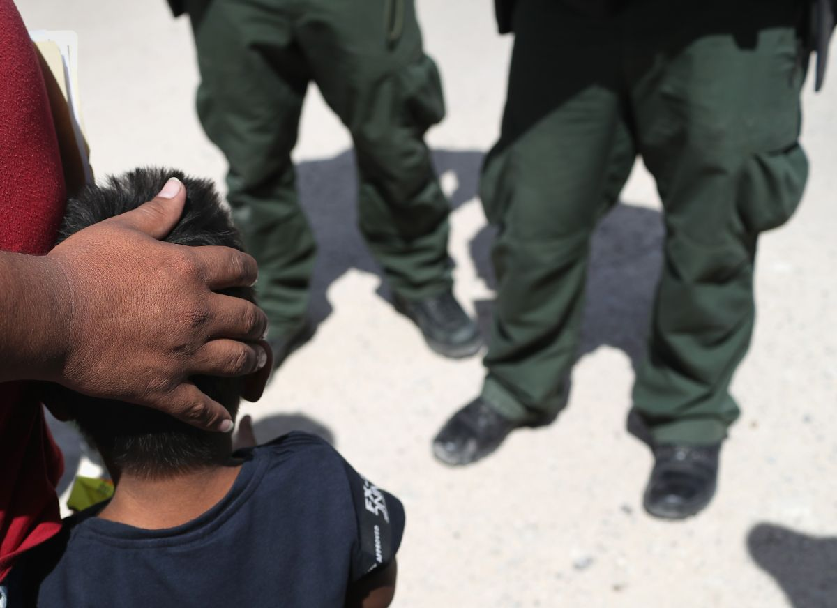 Niño inmigrante de 6 años fue abandonado al cruzar la frontera en busca de su madre