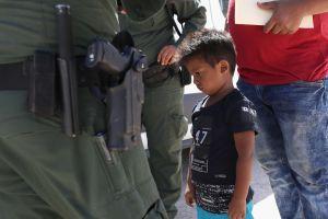 ¿Acusados en pañales? Ordenan a inmigrantes pequeños presentarse solos en corte