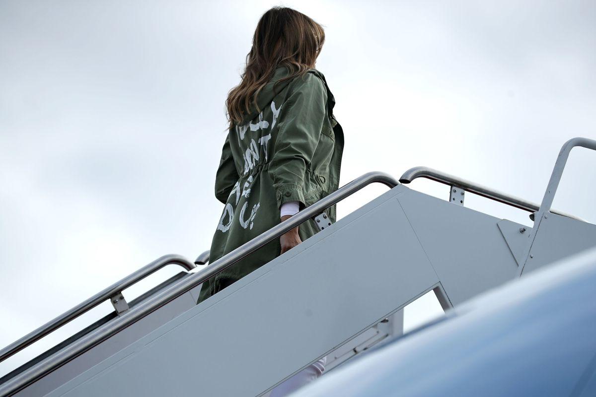"Melania Trump desata polémica por chaqueta con mensaje: ""Realmente no me importa"""