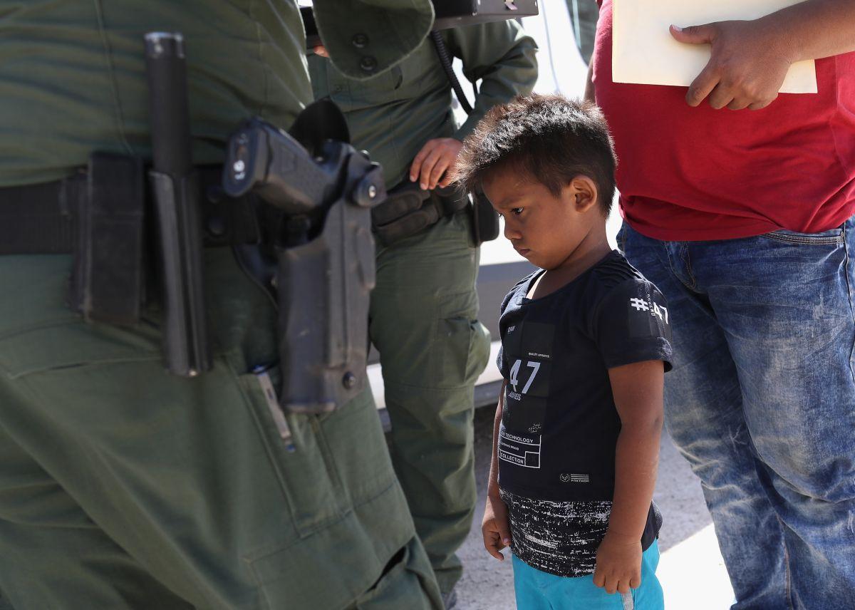 Traen a NY a ocho niños separados de sus padres en la frontera