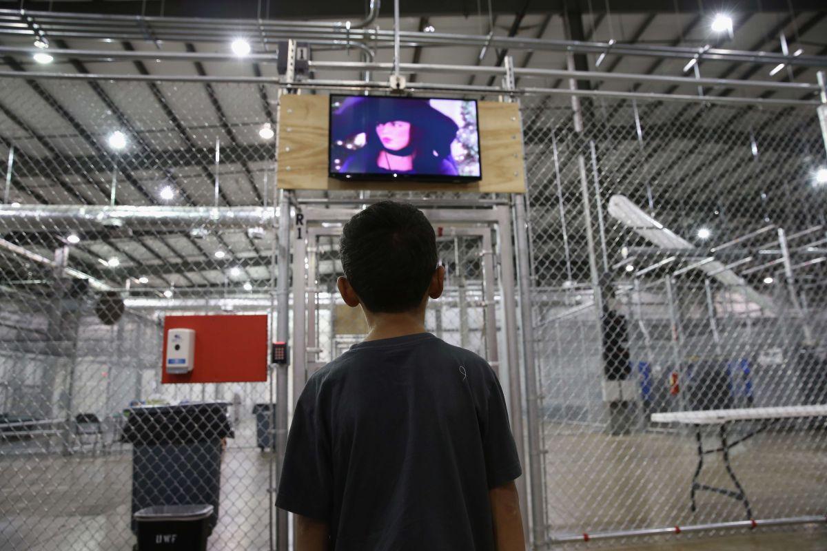 Menor no aguanta más y escapa de albergue de niños migrantes en Florida