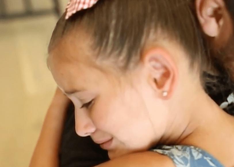 El emocionante encuentro de una niña de 7 años con el hombre que le salvó la vida