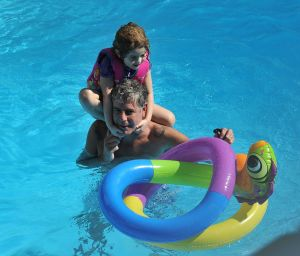 Fotos: Anthony Bourdain jugando junto a su hija Ariane