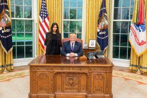 Trump perdona a mujer por la que abogó Kim Kardashian