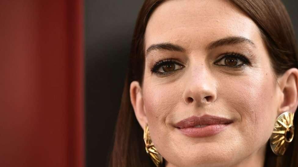 Anne Hathaway es voz del rechazo al asesinato.