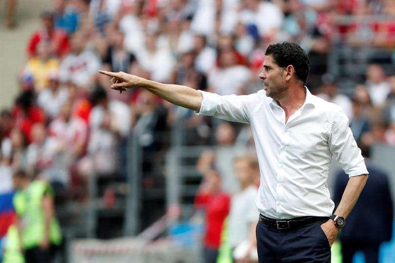 Fernando Hierro sale de la selección española