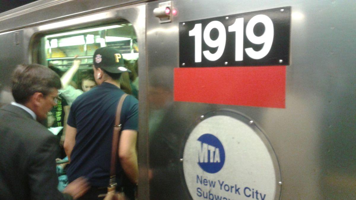 Problemas mecánicos generan caos en el Metro y NJ Transit