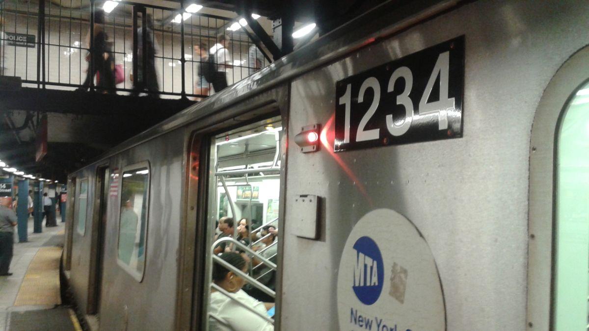 Suicida arrastra a su novia al Metro y ambos mueren atropellados