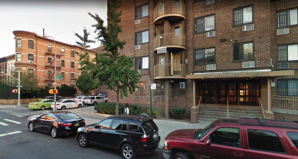 Cuatro jóvenes baleados en asalto esta madrugada en Brooklyn