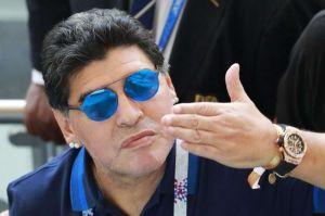 Maradona se postula nuevamente para dirigir a Argentina... ¡Y gratis!