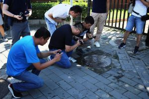 Un herido al explotar artefacto en entrada de embajada de EEUU en China