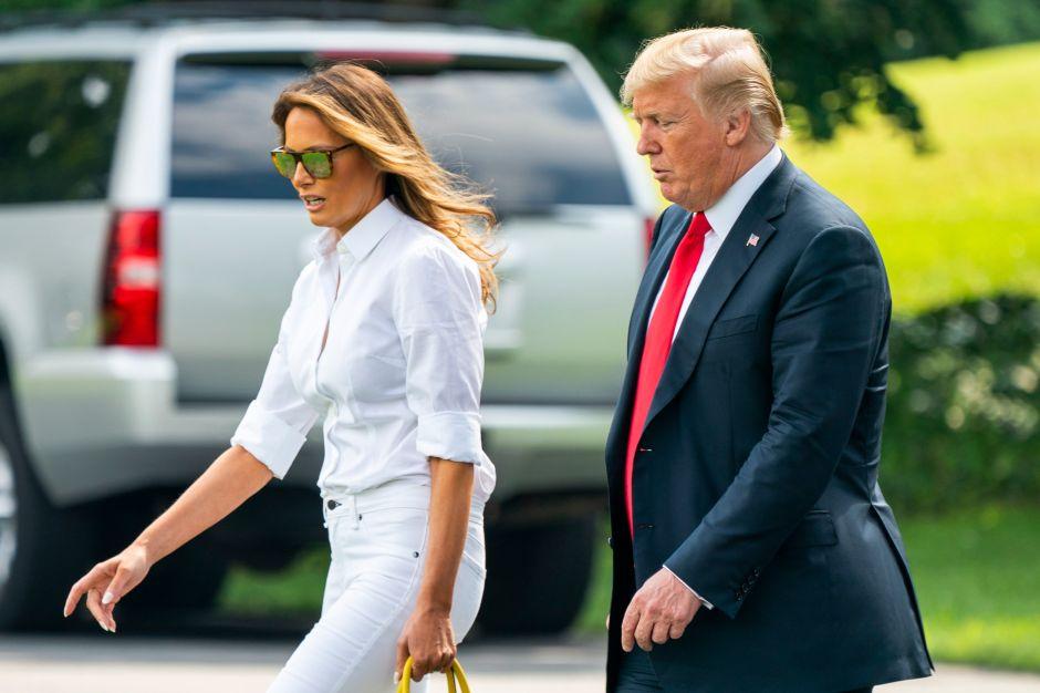 La sonrisa de Melania Trump ante preguntas incómodas