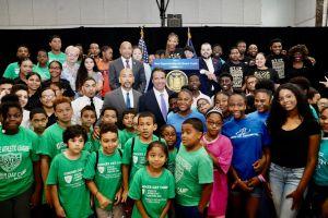 """Cuomo invierte $18.4 millones para jóvenes de El Bronx tras muerte de """"Junior"""""""