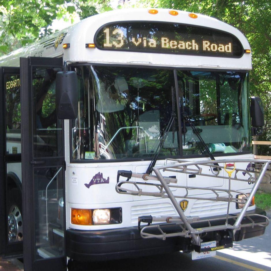 Chofer de bus rechaza transportar a pasajero porque es negro