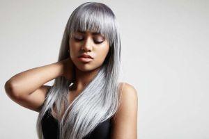 Cómo conseguir un bonito cabello gris perla