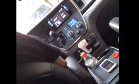 VIDEO: Conductor de Uber orina en auto mientras conduce en Manhattan