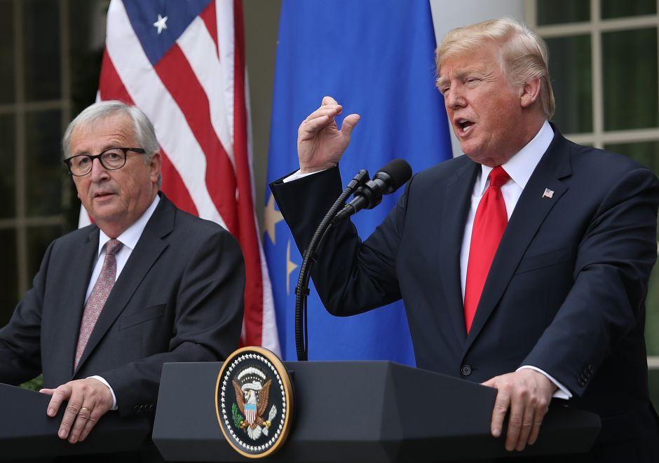 Trump acuerda evitar guerra comercial con la Unión Europea