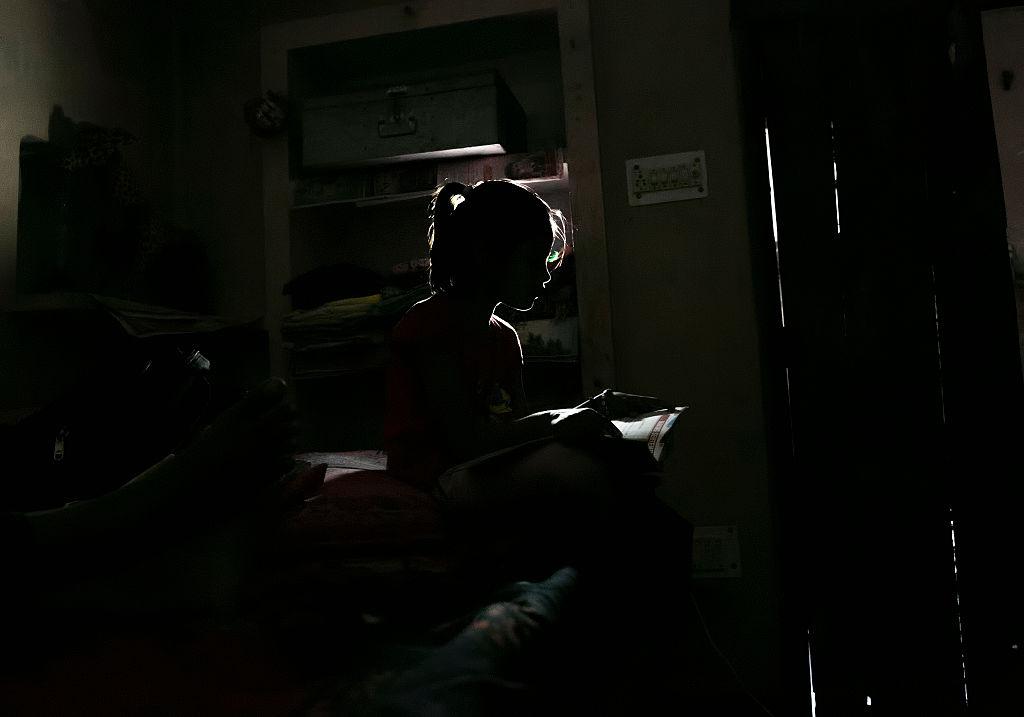 Cinco menores violan a niña de 8 años después de ver pornografía
