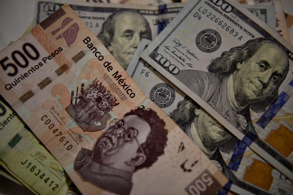 El peso mexicano inicia la semana con el pie derecho frente al dólar