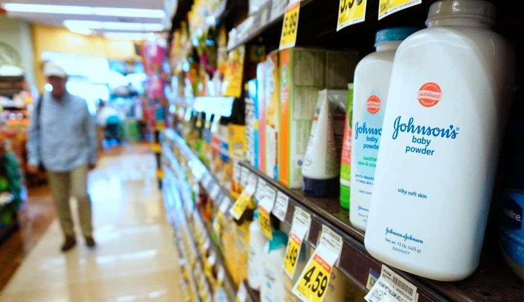 Ordenan a Johnson & Johnson pagar $4,690 millones por productos cancerígenos