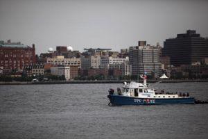 Tras angustioso rescate, joven murió buscando un objeto caído al río Hudson en Manhattan