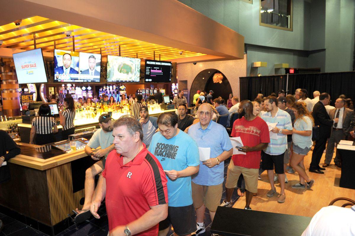 Dan luz verde a apuestas deportivas en vivo en cuatro casinos de Nueva York