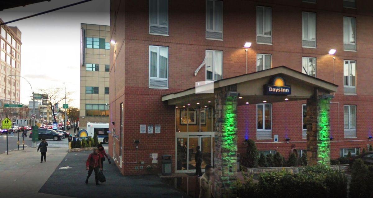 Encuentran recién nacida muerta en cuarto de hotel lleno de drogas en Queens